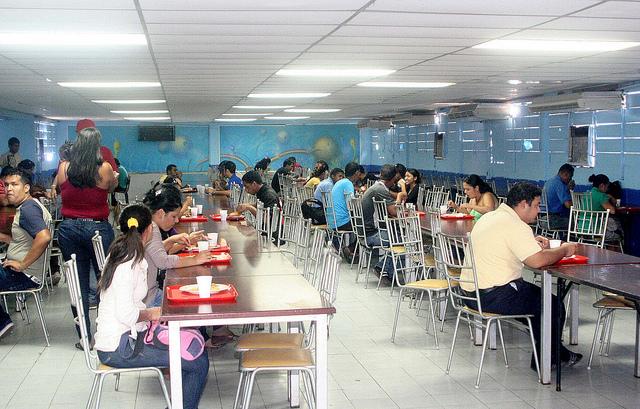 En un 70 fue restablecido servicio del comedor for Comedor universitario