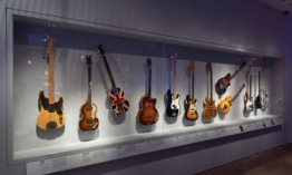 "La exposición ""Play It Loud: Instruments of Rock & Roll"""